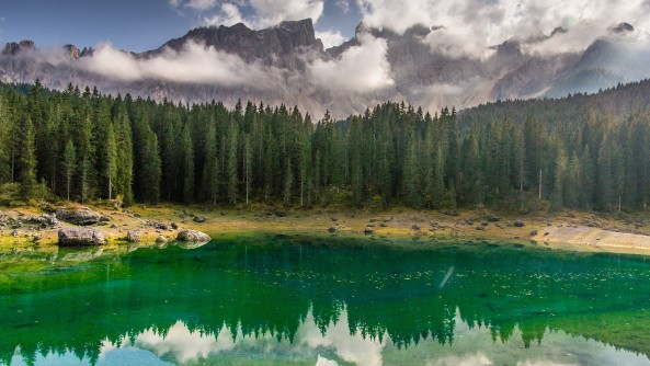 Dolomitic lakes